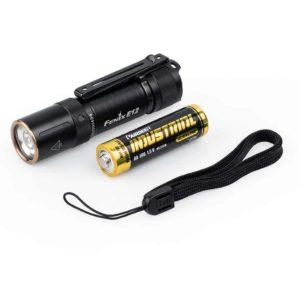 910919 fenix E12V2 aa minilamppu 02 Fenix E12 V2.0 käsivalaisin
